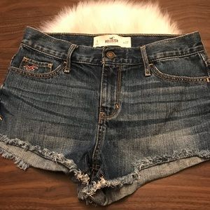 HOLLISTER Distressed Frayed Denim Short Shorts